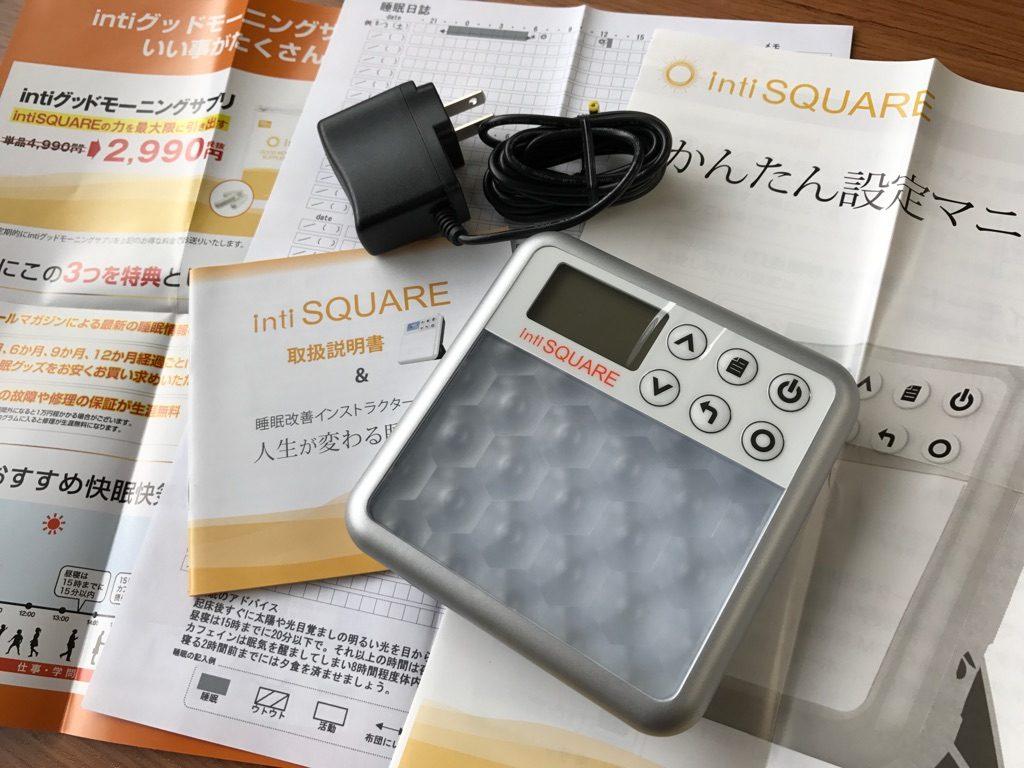 コンパクトサイズで持ち運びも便利な光目覚まし時計inti SQUARE